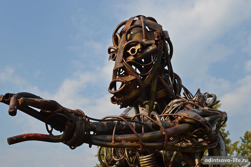 Скульптура в техно-арт стиле
