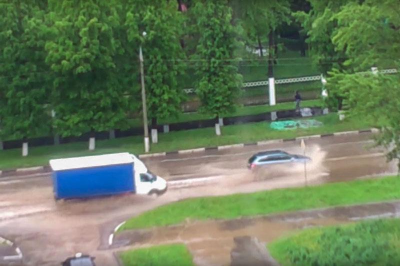 тропический ливень в Москве