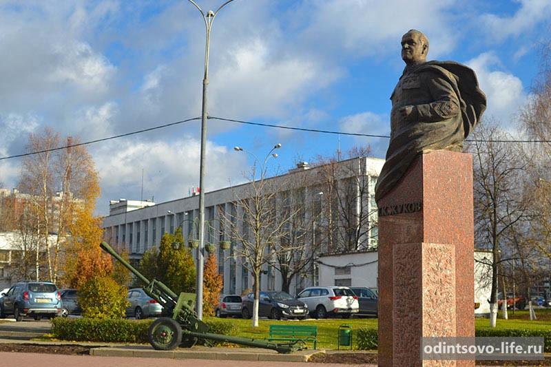 Памятник Жукову в Одинцово