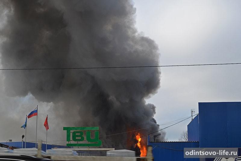 Пожар на строительном рынке на минском шоссе